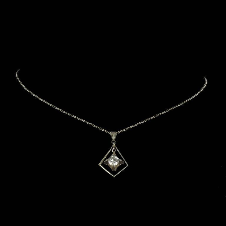 1920s  Diamond Lozenge Pendant In Excellent Condition For Sale In Poitiers, FR