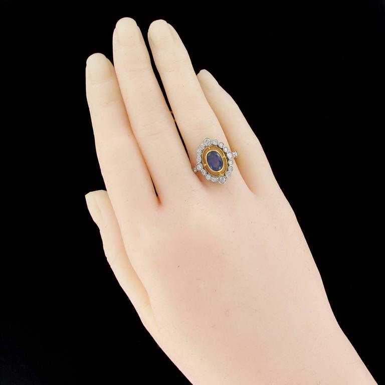 Ring in 18 carat white and yellow gold, punch eagle hallmark.