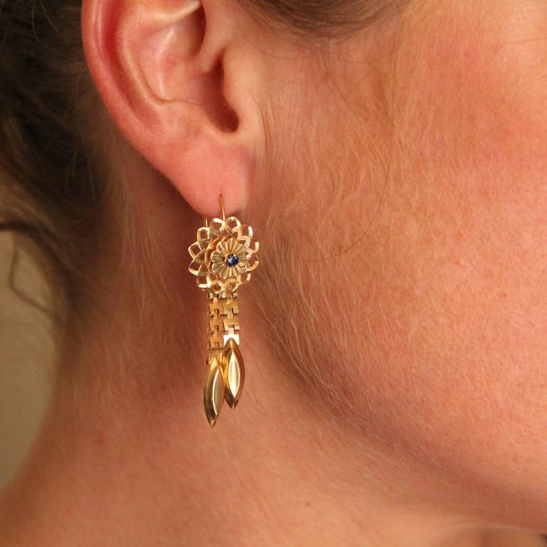 1960s Retro Sapphire and Gold Earrings  In Excellent Condition For Sale In Poitiers, FR