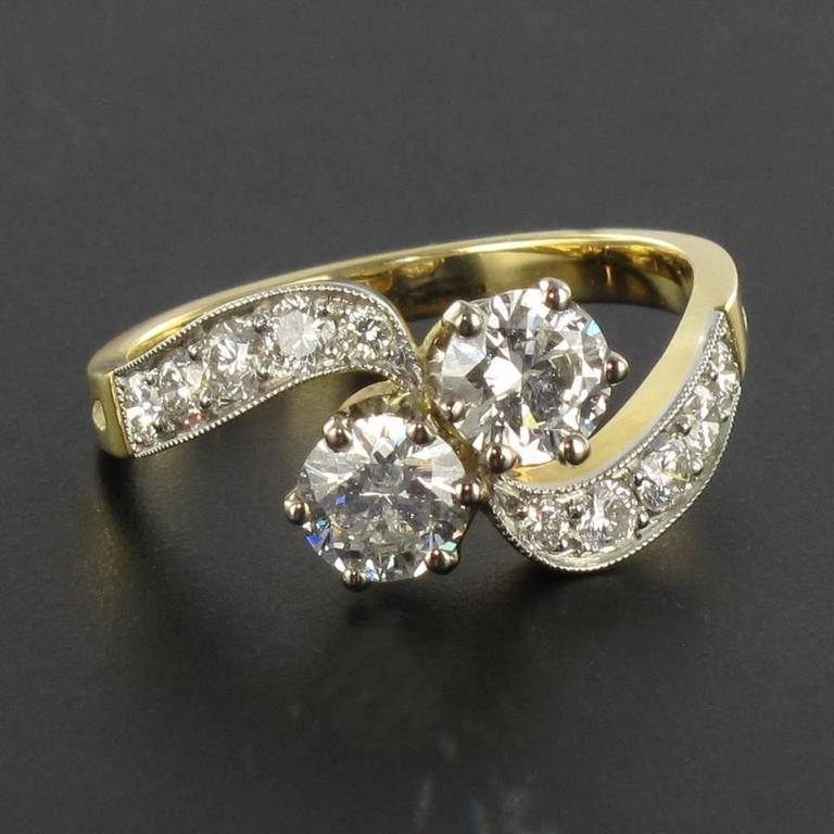Ring in platinum and 18 carat yellow gold, eagle head hallmark.   