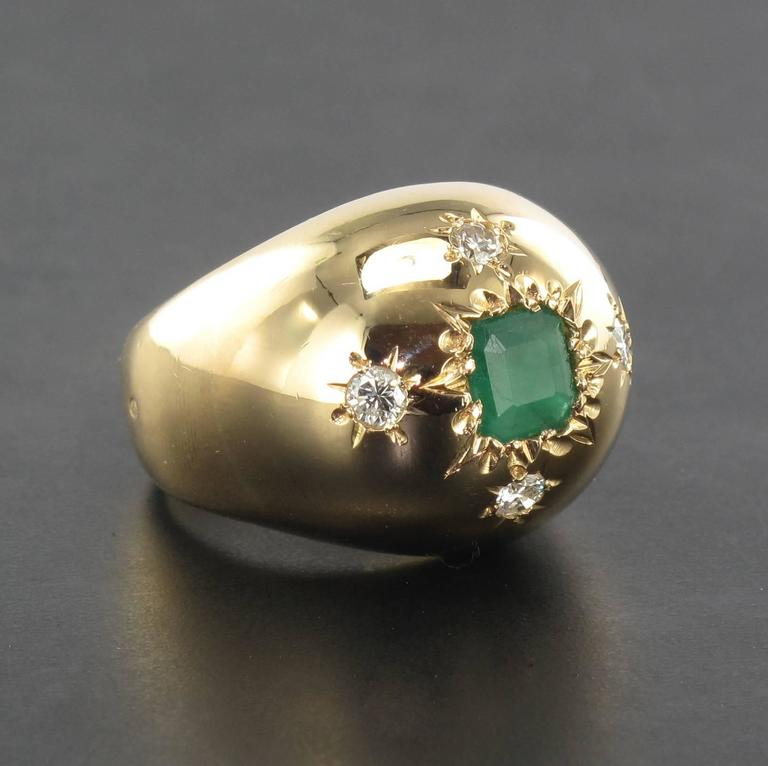 1960s Domed Emerald Diamond Gold Ring In Excellent Condition For Sale In Poitiers, FR