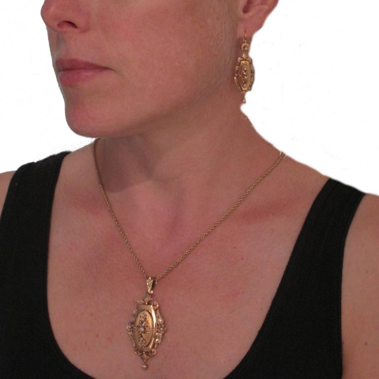 French Napoleon III Fine Pearl Gold Dangle Earrings and Pendant Parure  4