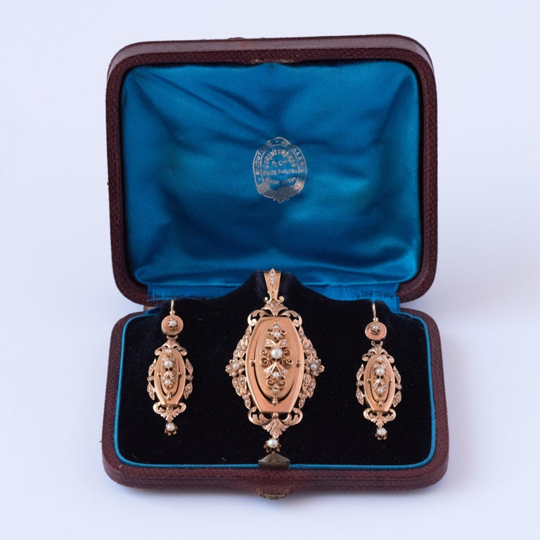 Women's French Napoleon III Fine Pearl Gold Dangle Earrings and Pendant Parure  For Sale