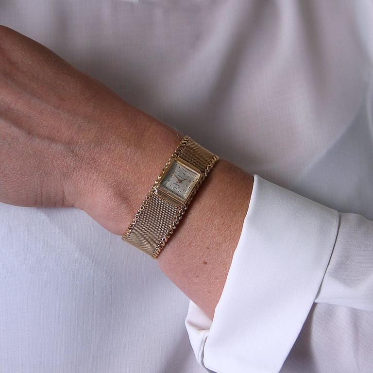 Women watch Flamor. Rectangular 18 carat yellow gold case. Revised and controlled watch - Perfect condition - Very good condition and general appearance. Mechanical hand-wound watch. Light beige background. 18 carat yellow gold bracelet, lock with 2