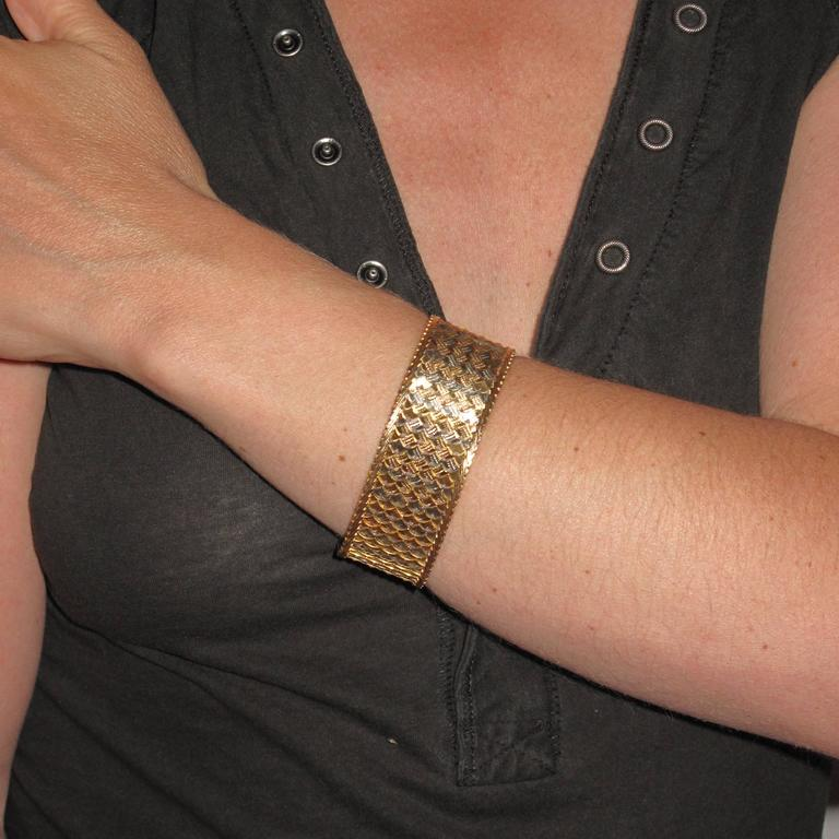 1960s Two Color Gold Woven Bracelet  In New Condition For Sale In Poitiers, FR