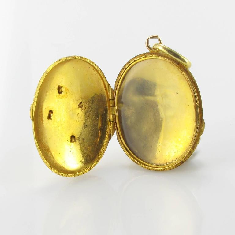 19th Century Sapphire and Natural Pearl Oval Gold Locket Pendant In Excellent Condition For Sale In Poitiers, FR