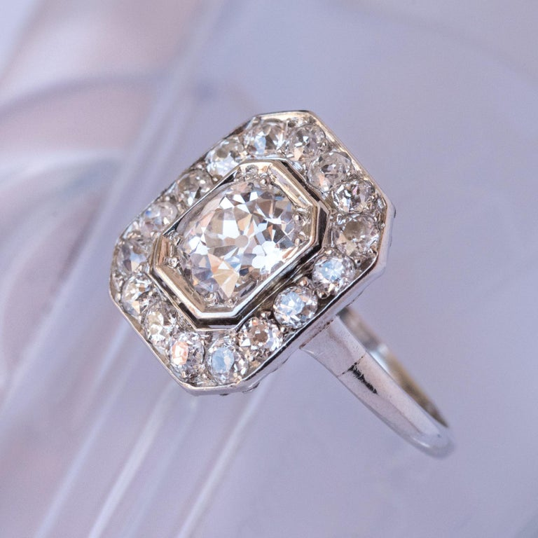 Art Deco French 2.60 Carat Diamond Platinum Ring In New Condition For Sale In Poitiers, FR