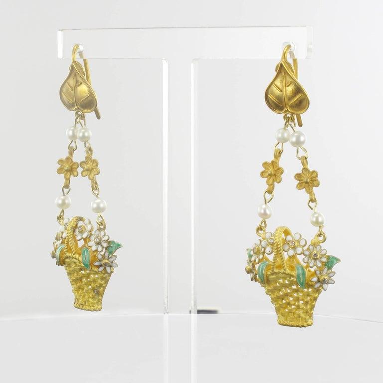 Italian  Matte Vermeil Enamel Flower Basket Dangle Earrings In New Condition For Sale In Poitiers, FR