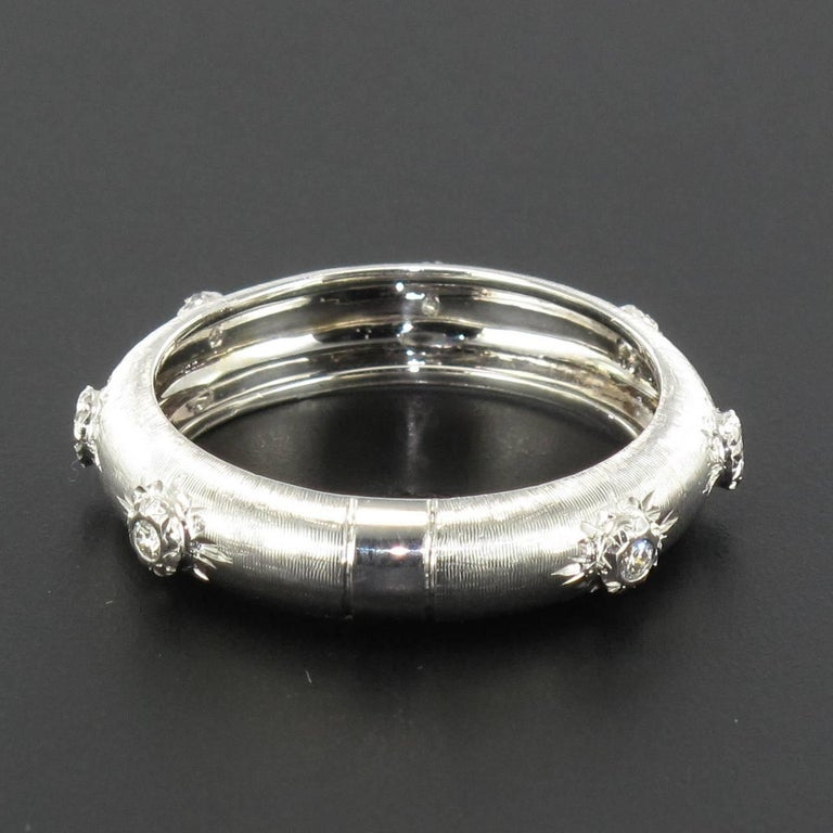 Modern Brushed 18 Carat White Gold Diamond Band Ring In New Condition For Sale In Poitiers, FR