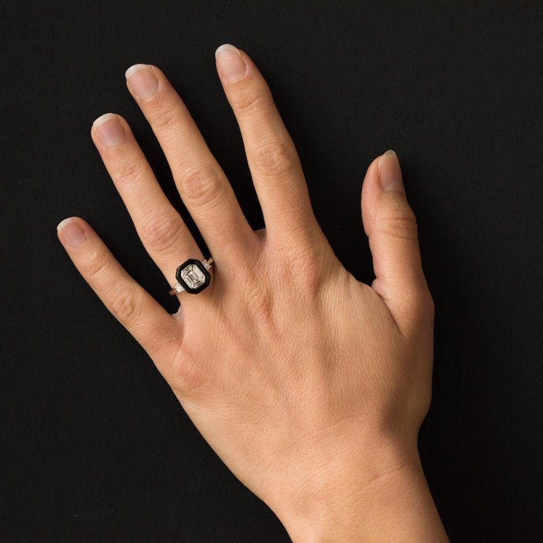 Ring in 18 ckarats white gold. Splendid diamond ring art deco style, it is set on a hexagonal setting of baguette diamonds in a black agate entourage. On either side on the start of the ring are set bright modern- cut diamonds. Total weight of