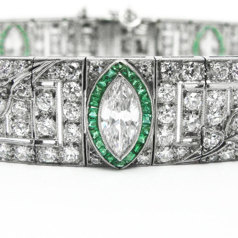 Art Deco Platinum, Diamond and Emerald Bracelet In Excellent Condition For Sale In New York, NY