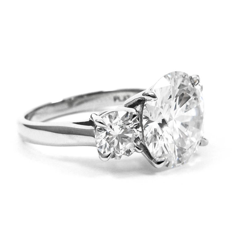 Round Cut 5.17 Carat Total Round Brilliant Cut Diamond Three-Stone Platinum Ring GIA For Sale