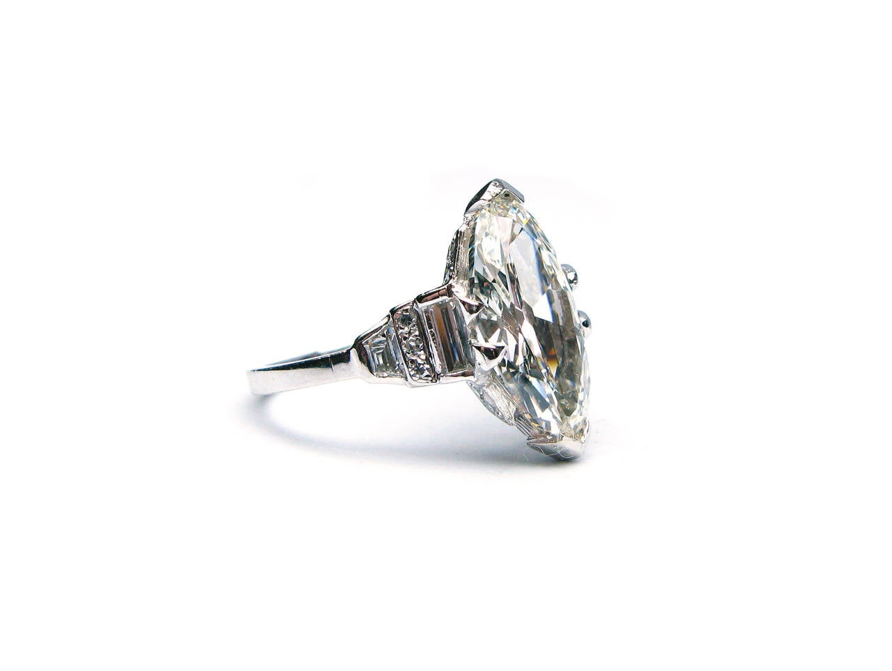 Art Deco GIA Cert Oval Diamond Platinum Ring In Excellent Condition For Sale In New York, NY