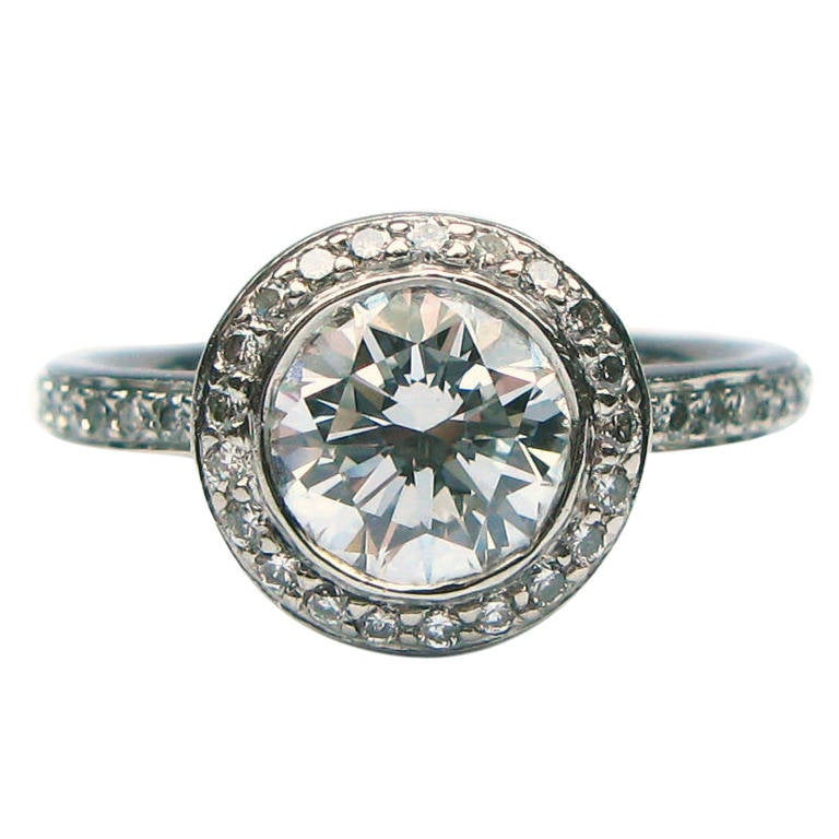 1.01 Carat G SI1 Round Brilliant Diamond Ring For Sale
