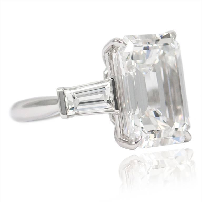Women's or Men's 10.01 Carat Emerald Cut Diamond Platinum Classic Ring GIA For Sale