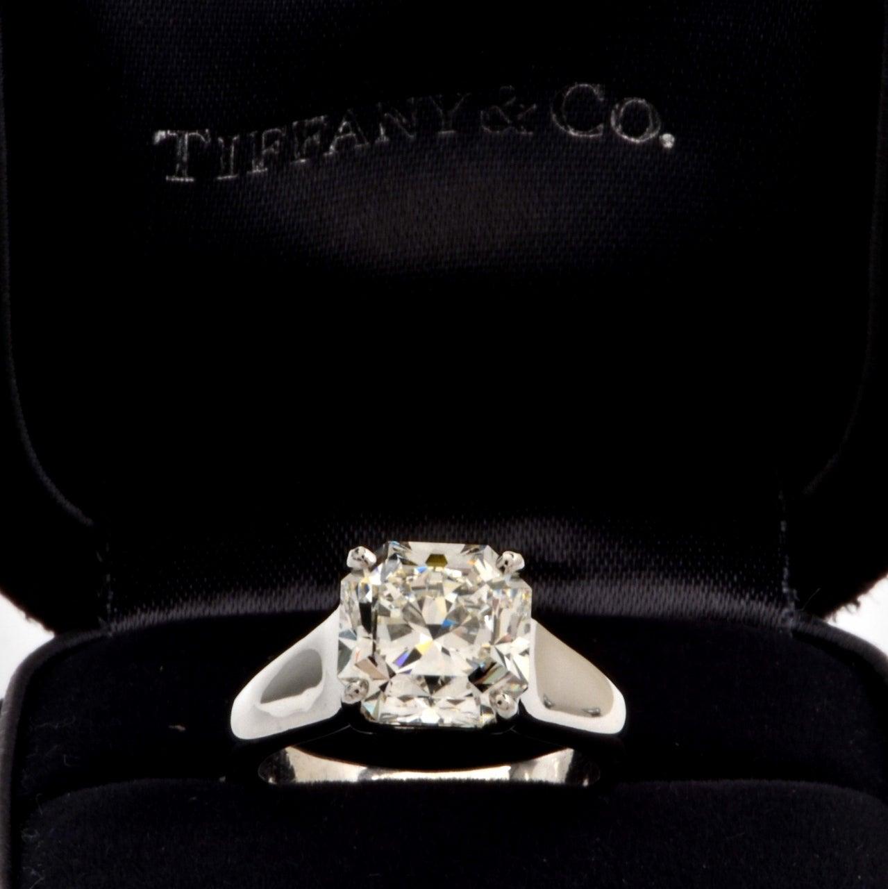 Tiffany & Co. 4.01 Carat G-VS1 Diamond Platinum  Ring For Sale 3