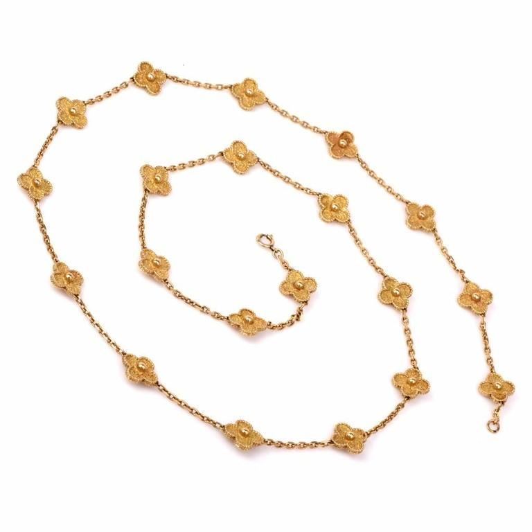 Van Cleef & Arpels  Vintage Alhambra 20 Motif 32 Inch Gold Necklace In Excellent Condition For Sale In Miami, FL
