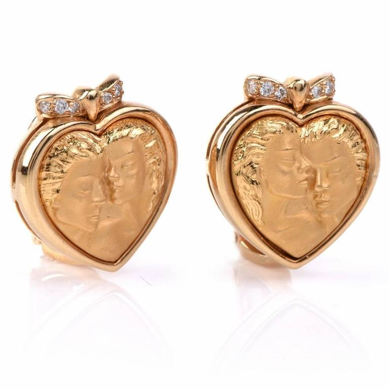 These designer Carrera y Carrera earrings from the 'Romeo & Juliet' collection are crafted in solid 18K matted and polished yellow gold, representing a romantic portrait of Romeo and Juliet. These clip-on earrings are enriched with a total number of