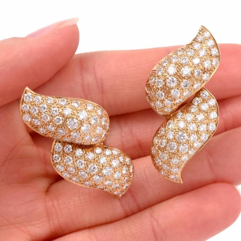 Diamond Gold Clip-Back Earrings In Excellent Condition For Sale In Miami, FL