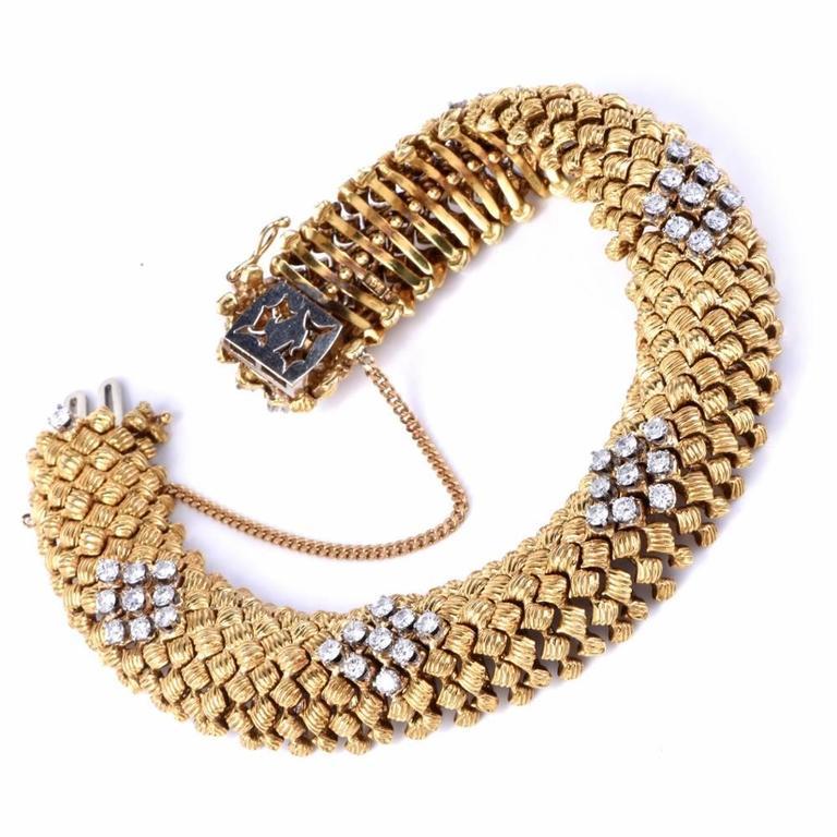 Vintage Diamond Woven Gold Flexible Bracelet In Excellent Condition For Sale In Miami, FL