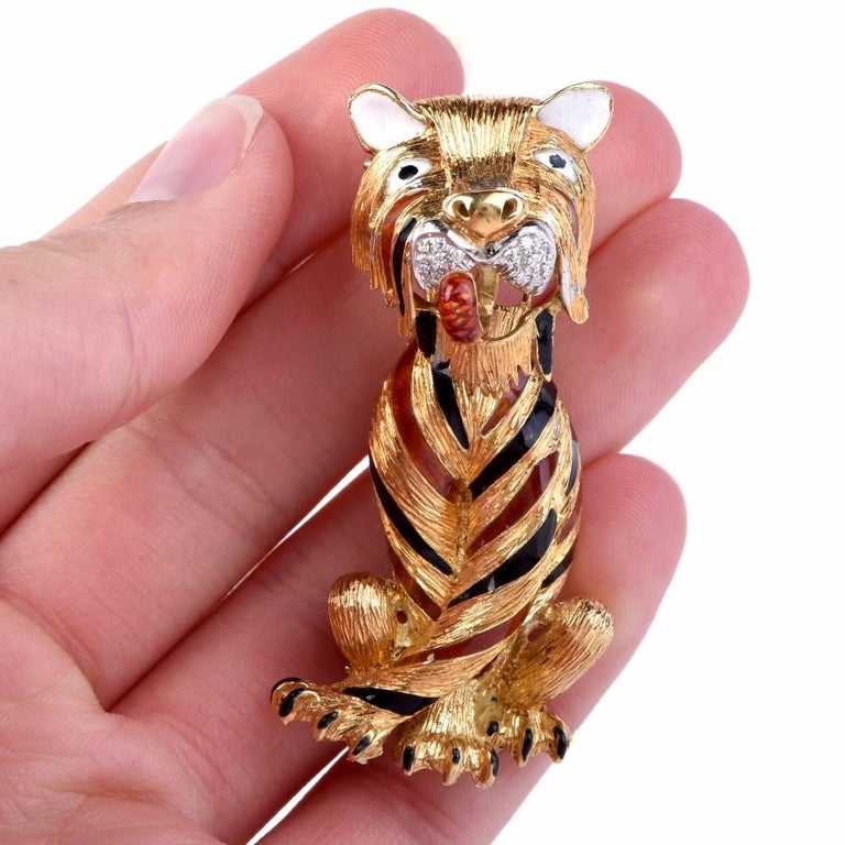 This magnificent circa 1960'S solid 18k yellow vintage pin brooch features a large Tiger figure adorned on its mouth with 14 genuine round cut Diamonds approx: 0.20 carats, H-I color, VS clarity,set on white gold and is accented with white enamel on
