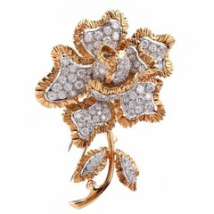 Vintage Sparkling 7.84 Carat Diamond Flower 18 Karat Gold Brooch Pin
