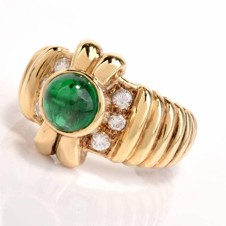 1980s Emerald Cabochon Diamond Yellow Gold Cocktail Ring In Excellent Condition For Sale In Miami, FL