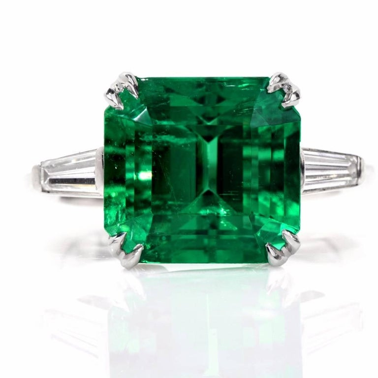 This Stunning Squaure colombia Emerald Diamonds handcrafted is solid platinum. Displaying vibrancy and elegance, it is centered with 1 genuine square cut Emerald extreamly fine in color and its clarity weighing approx. 5.81carats, measuring 10.78mm