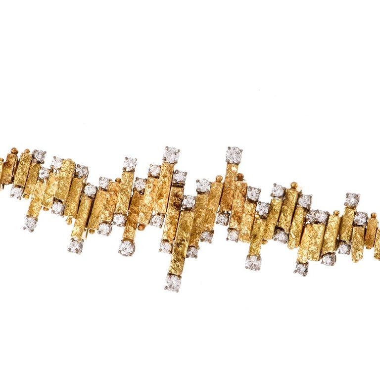 Chic Nugget Textured Yellow Gold Diamond Link Bracelet In Excellent Condition For Sale In Miami, FL