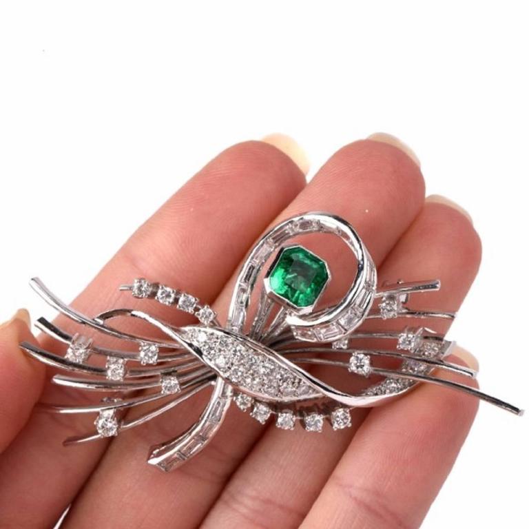 Emerald Diamond Platinum Floral Motif Pin Brooch In Excellent Condition For Sale In Miami, FL