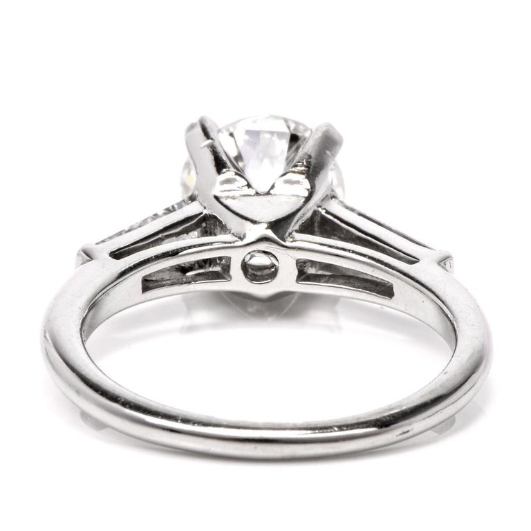 Certified 2.03 Carats Diamond Solitaire Platinum Engagement Ring In Excellent Condition For Sale In Miami, FL