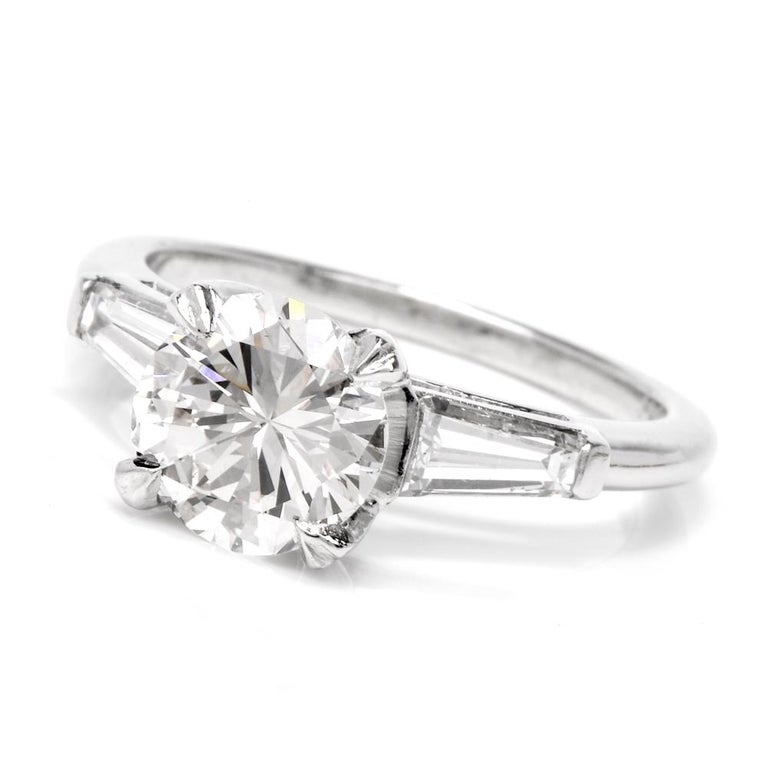 Women's Certified 2.03 Carats Diamond Solitaire Platinum Engagement Ring For Sale