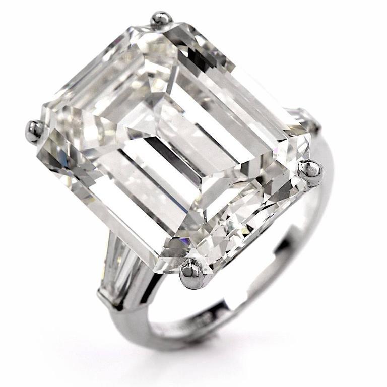 Exceptional Emerald Cut 18.61 Carat Diamond Platinum Engagement Ring 2