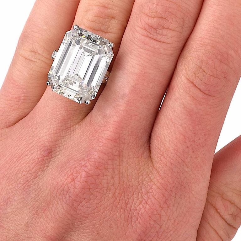 Exceptional Emerald Cut 18.61 Carat Diamond Platinum Engagement Ring 6