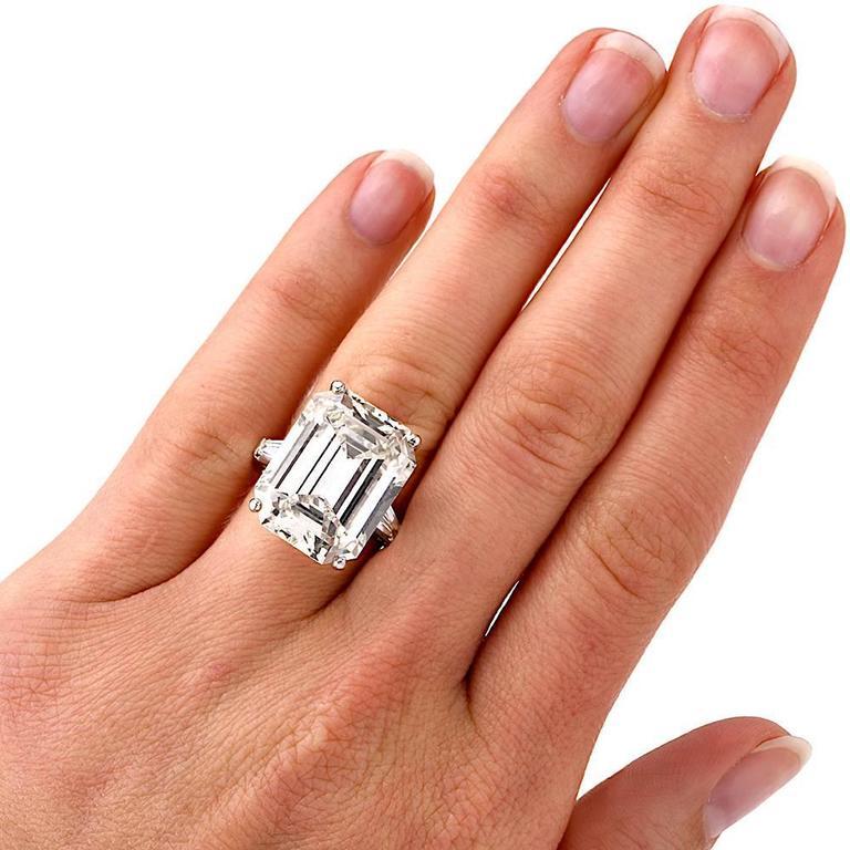 Exceptional Emerald Cut 18.61 Carat Diamond Platinum Engagement Ring 7