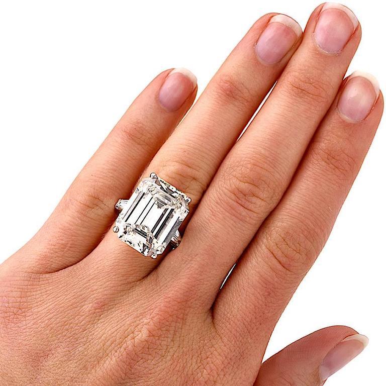 Exceptional Emerald Cut 18.61 Carat Diamond Platinum Engagement Ring 8