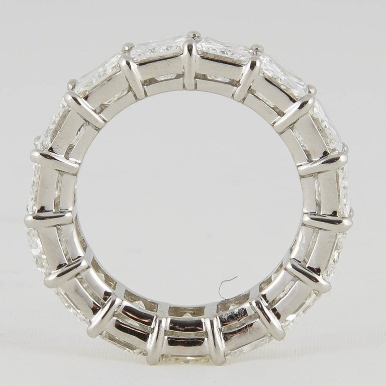 Radiant Cut Diamond Eternity Band Ring In New Condition For Sale In New York, NY