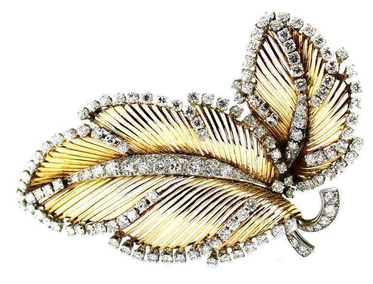 MAUBOUSSIN yellow gold brooch decorated with diamonds weighting approximately 6 carats, dimensions 4.5 x 6.5 cm (26.65 grams)