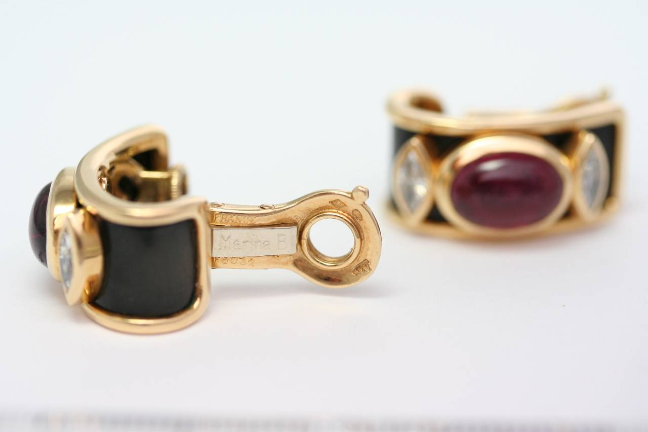 Marina B. Pair of yellow gold ear clips in yellow gold bezel setting of an oval tourmaline, onyx, signed and numbered F5032, with Marina B. pochette (26,65grs)