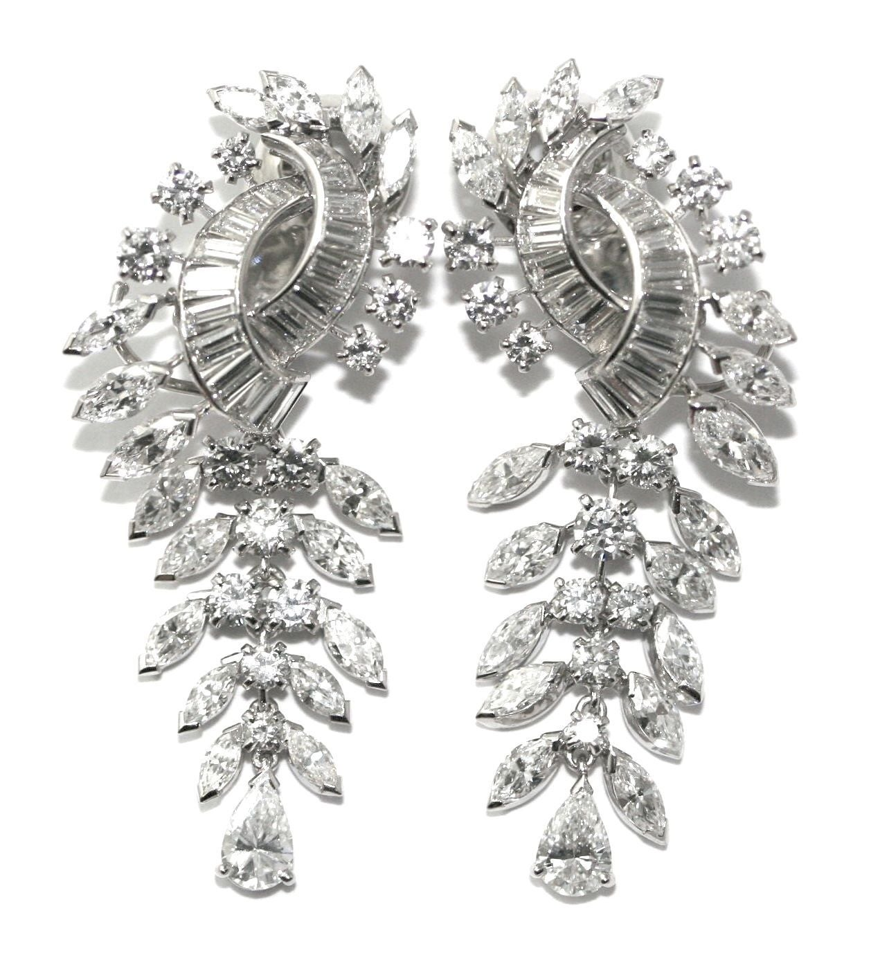 Boucheron Diamond Gold Dangle Earrings In Excellent Condition For Sale In Monte Carlo, MC