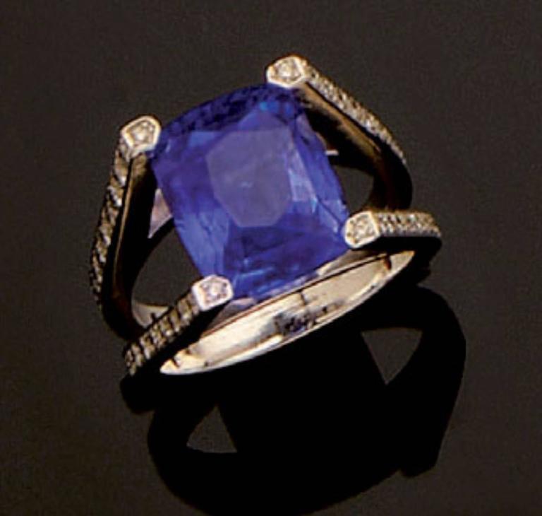 Ceylon Cushion Cut Sapphire Diamond Gold Ring In New Condition For Sale In Monte Carlo, MC