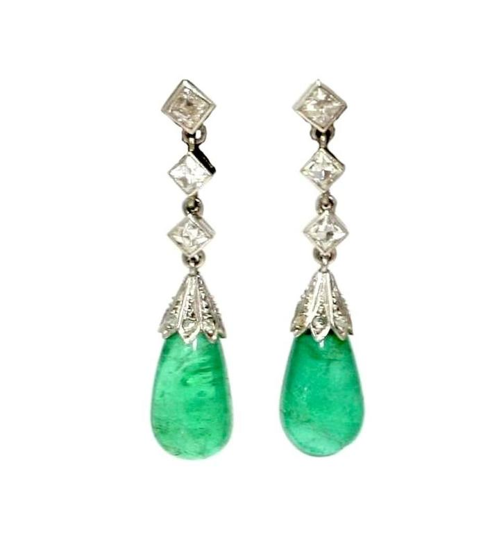 ART DECO Pair of earrings in platinum with french assay marks , each adorned with three french cut diamonds and a Columbian drop cut emerald of 14 carats (7.8 grams)