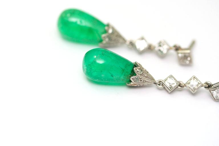 Art Deco emerald diamond platinum drop earrings  In Excellent Condition For Sale In Monte Carlo, MC