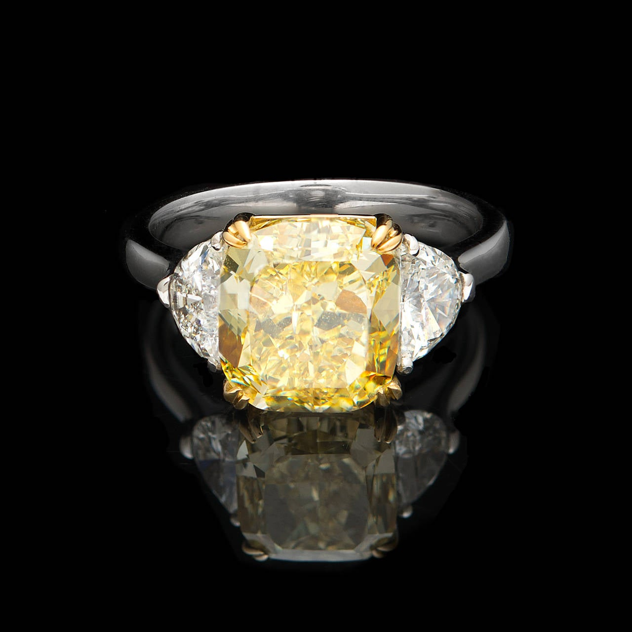Natural Fancy Intense 5 01 Carat Yellow Diamond Gold Ring For Sale at 1stdibs