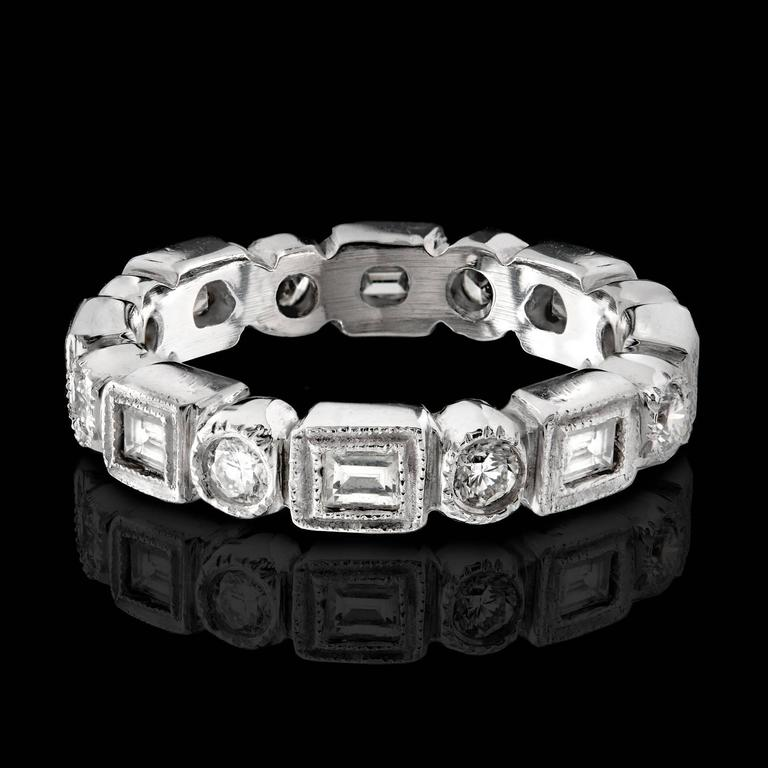 Alternating Baguette & Round Brilliant-Cut Diamond Platinum Eternity Band 4