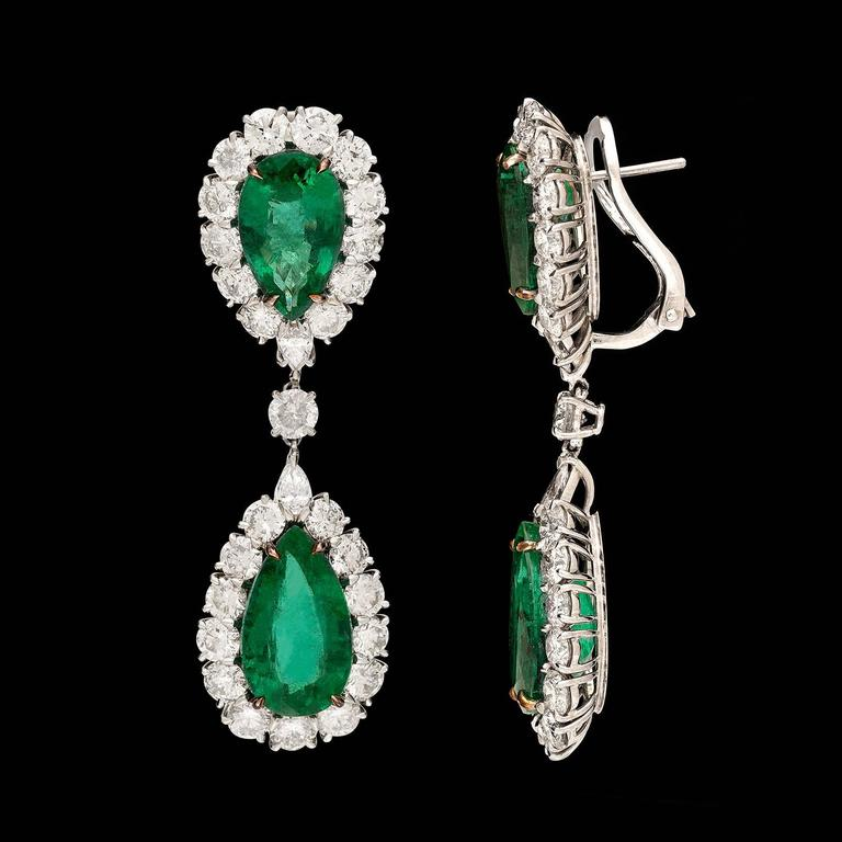 Pear Shaped Emerald and Diamond Drop Earrings In Excellent Condition For Sale In San Francisco, CA