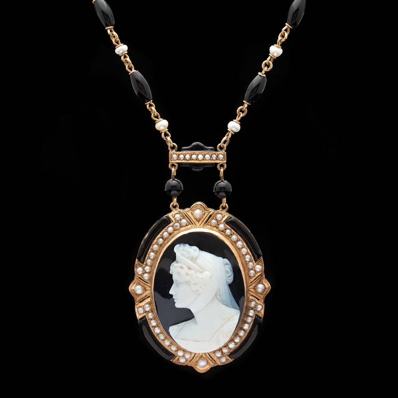 Victorian Cameo Pendant Necklace 2