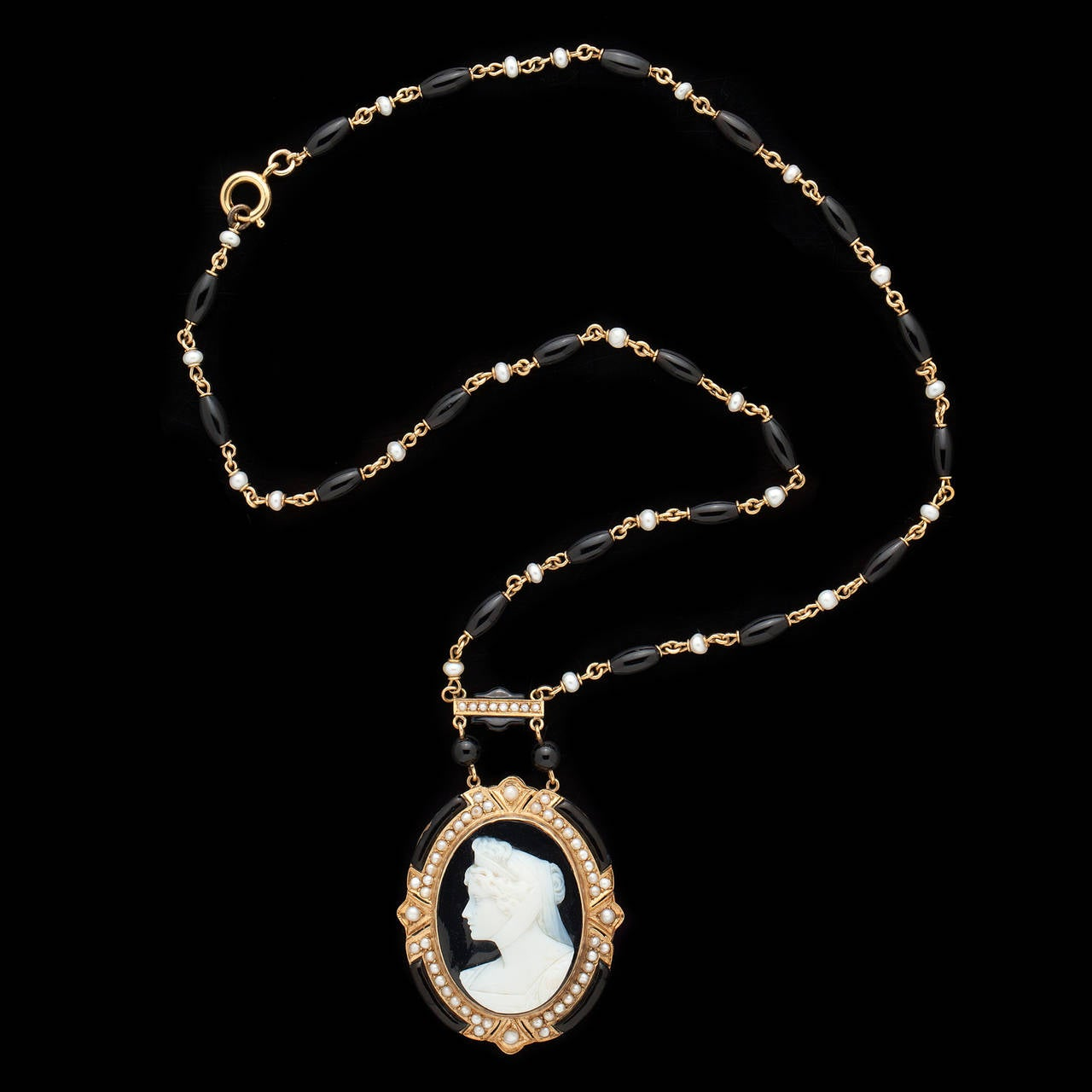Victorian Cameo Pendant Necklace 4