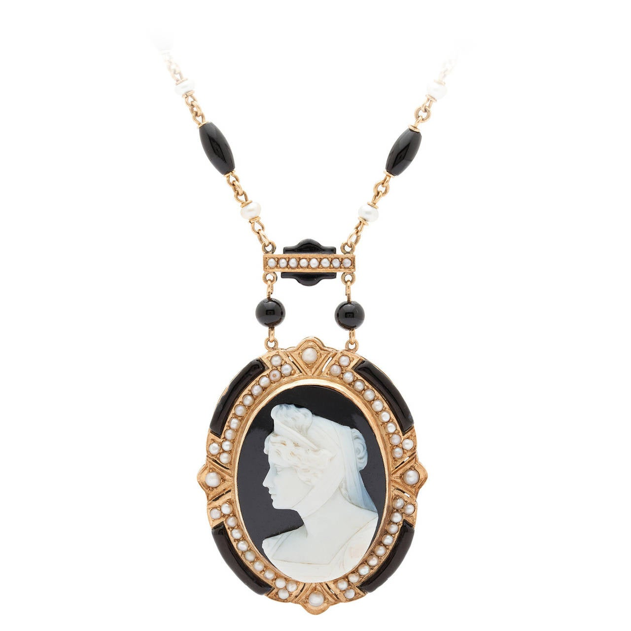 Victorian Cameo Pendant Necklace 1