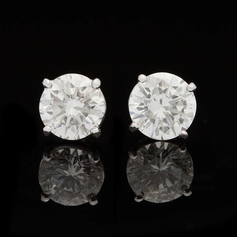 Classic Round Brilliant Diamond Earrings 2